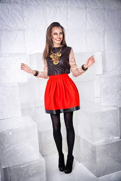 Черная блузка и красная юбка в челябинске