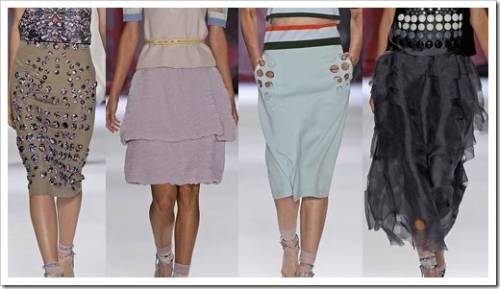 Выбор материала лучше осуществлять, что называется вживую. В бутике почувствуйте ткань на кончиках пальцев. Если будет подклад, то о приятности материала можно не думать. Главное – чтобы он обеспечивал максимально привлекательный вид создаваемой модели юбки.