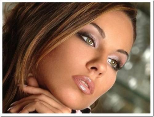 Насколько уместны яркие тени для обладательниц зелёных глаз?