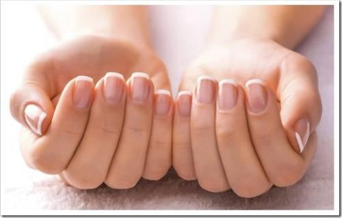 Как осыпать ногти пудрой?