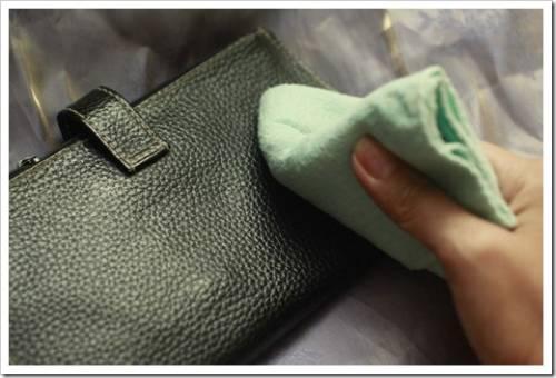 Чистить сумку необходимо не только снаружи!