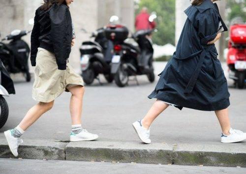 С чем носить белые женские кроссовки