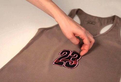 Как приклеить аппликацию на одежду
