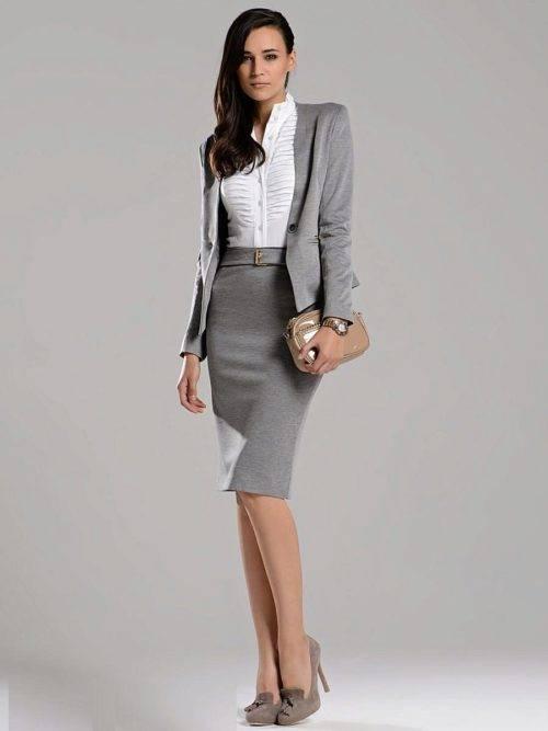 С чем носить серый женский костюм