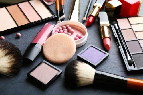 Что относится к декоративной косметике