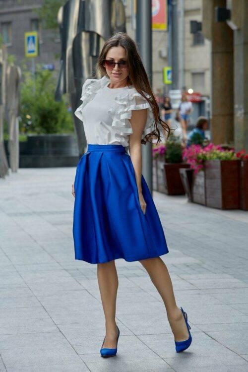 Какой цвет блузки подойдет к синей юбке