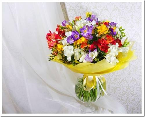 Букет от доставки цветов в Сургуте из фрезий