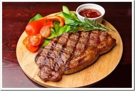 Жарка стейков: как не испортить мясо